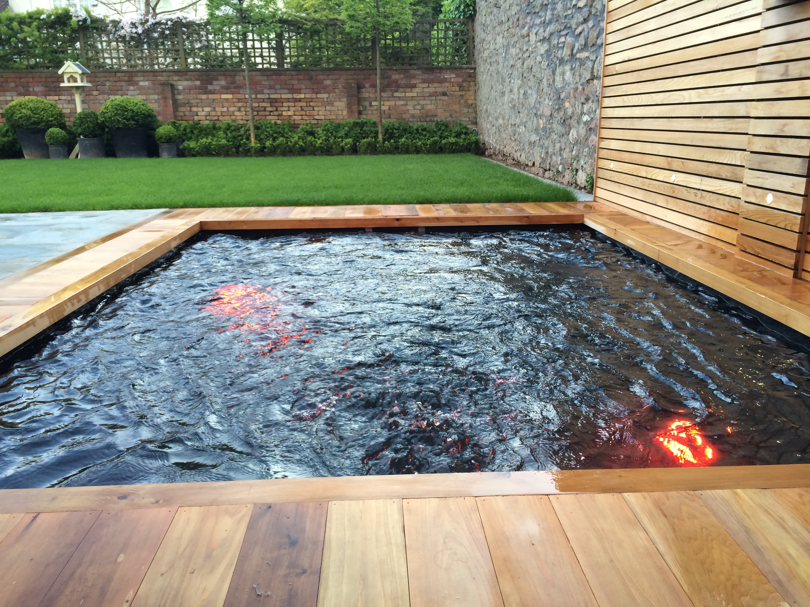 Rodney place bos leisure bristol hot tubs bristol hot for Cuanto cuesta poner una piscina en casa